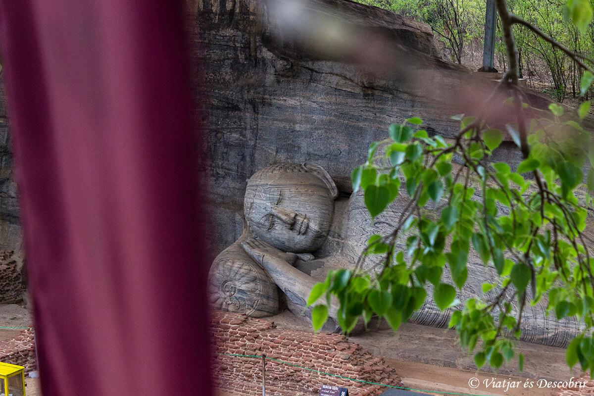 escultura de budes a polonnaruwa