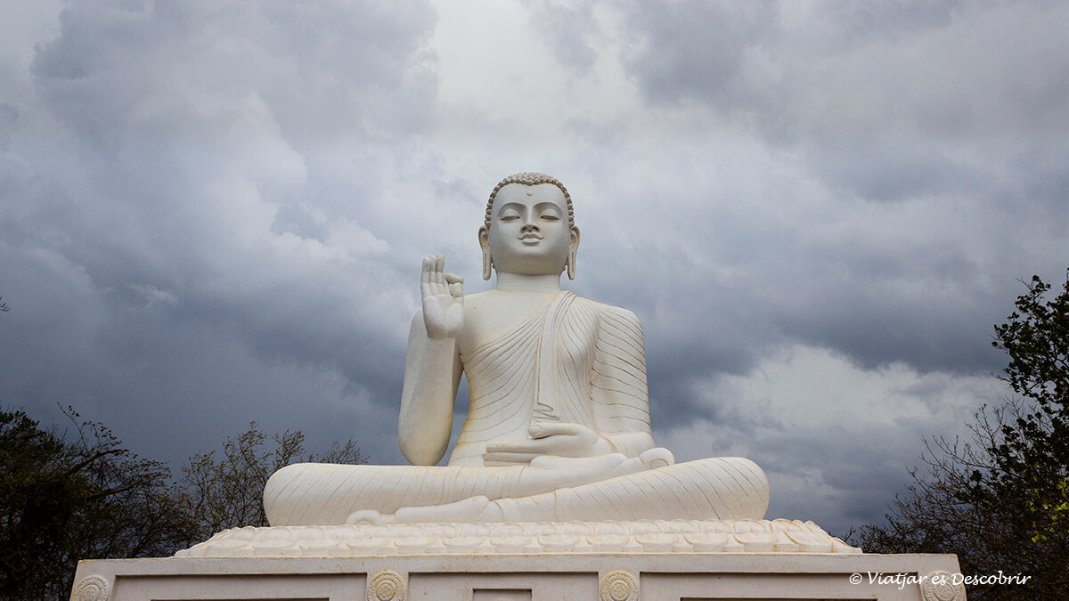 Buda destaca al temple de Mihintale a prop d'Anuradhapura