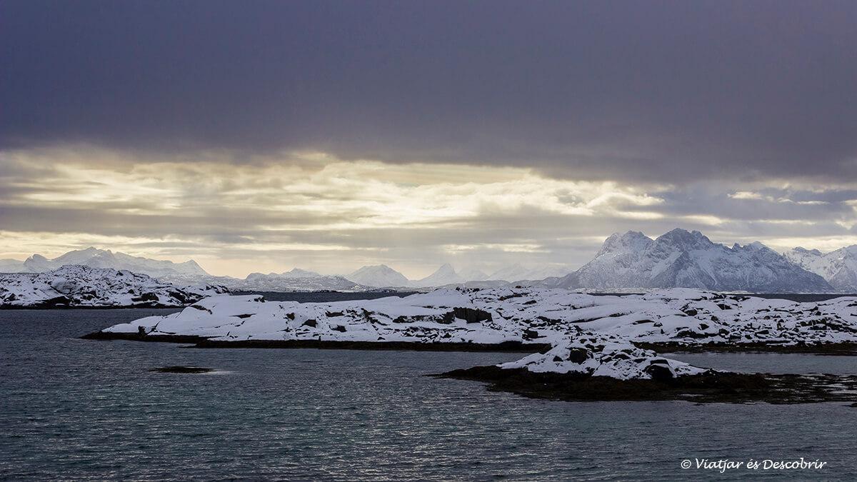 les llums de les illes lofoten durant l'hivern sorprenen.