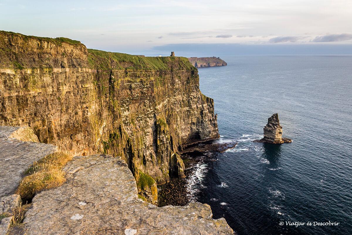 els penyasegats de moher cliffs a irlanda