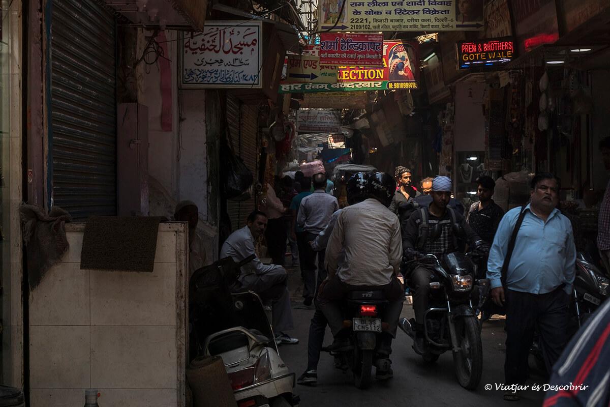 el caos més gran del viatge a l'india el vaig viure a old delhi