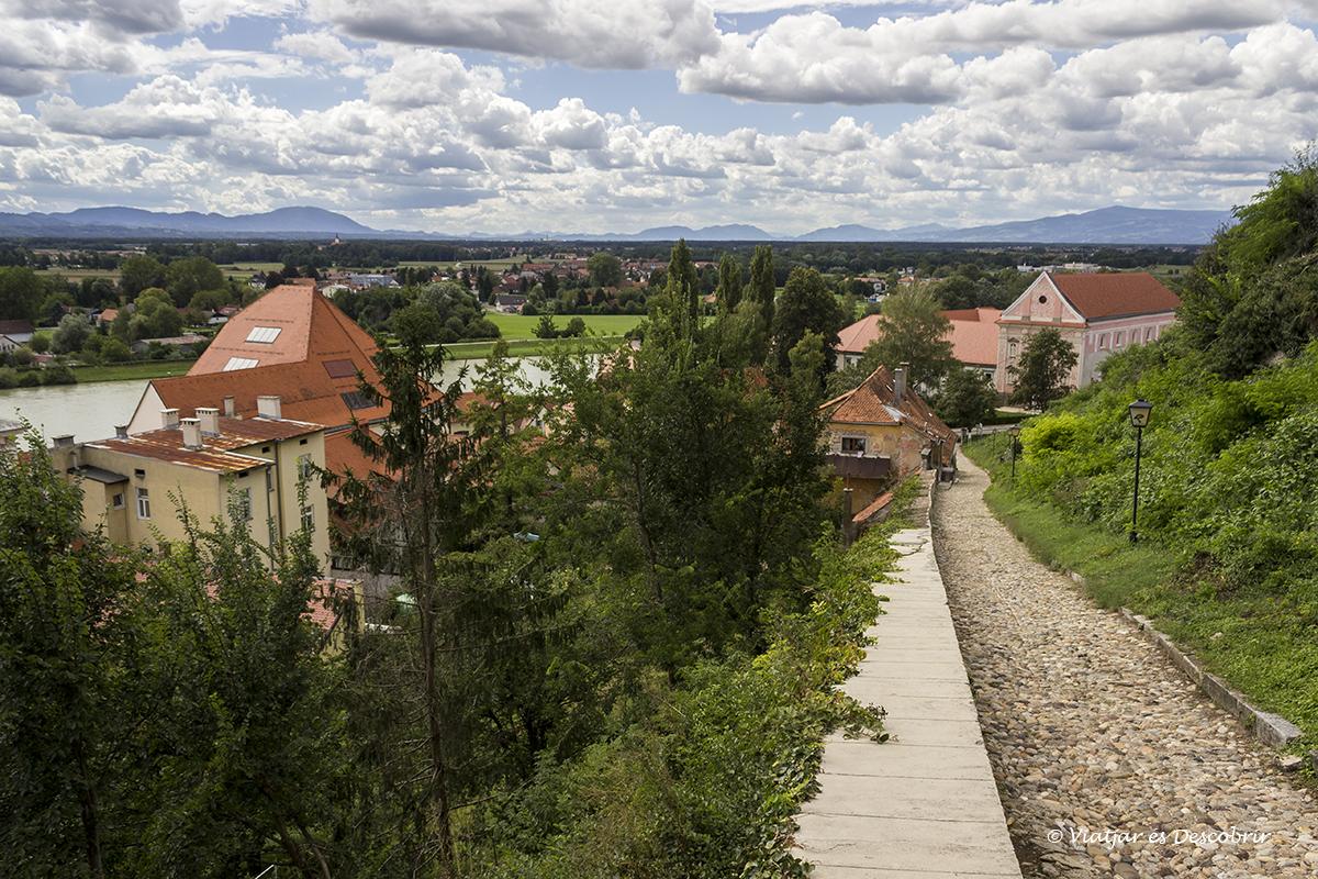 panoramica de la ciutat de ptuj la més antiga d'eslovènia