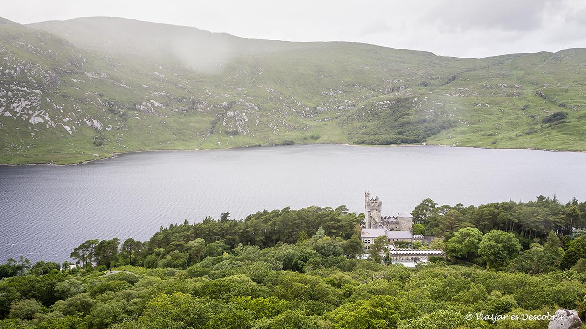 Castell de Glenveagh dins el parc nacional