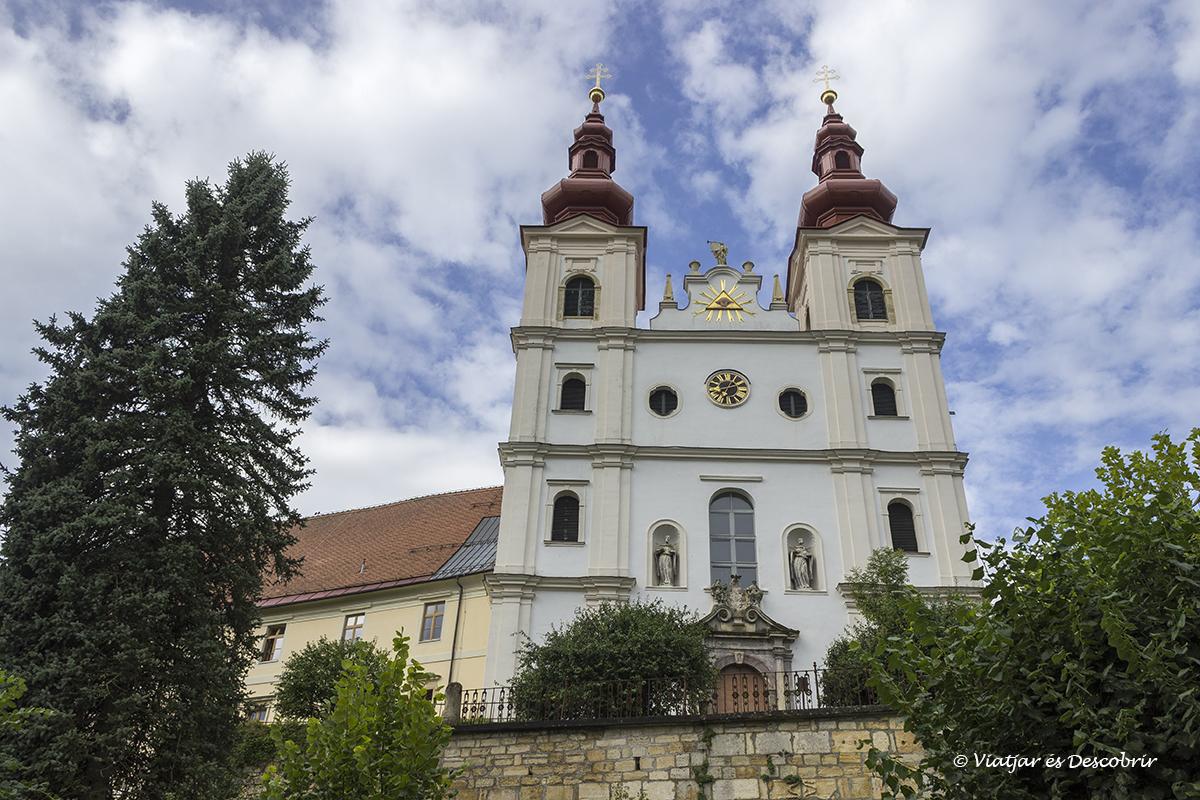 esglesia d'un petit poble de la regio dels slovenian hills