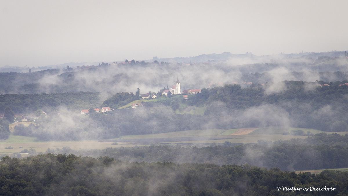 slovenian hills a eslovenia durant la sortida de sol