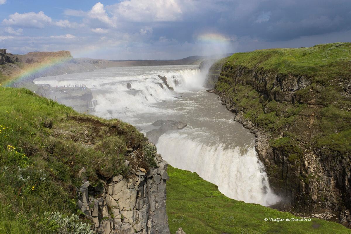 cascada Gullfoss al cerle d'or d'islàndia durant l'estiu