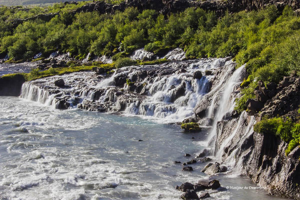 el sorprenent salt d'aigua de Hraunfossar