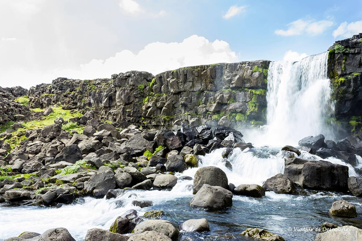 la cascada oxararfoss és una de les millors cascades d'islàndia