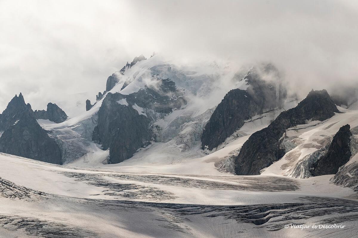 detalls del paisatge nevat des del refugi albert I a le tours