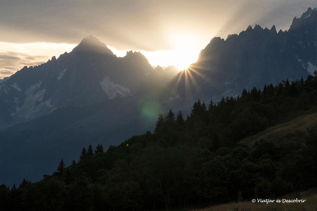 viatge als alps francesos sortida del sol a les houches