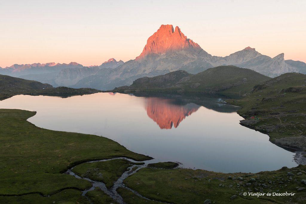 preciosa vista des del refugi d'ayous un dels refugis del pirineu amb més màgia