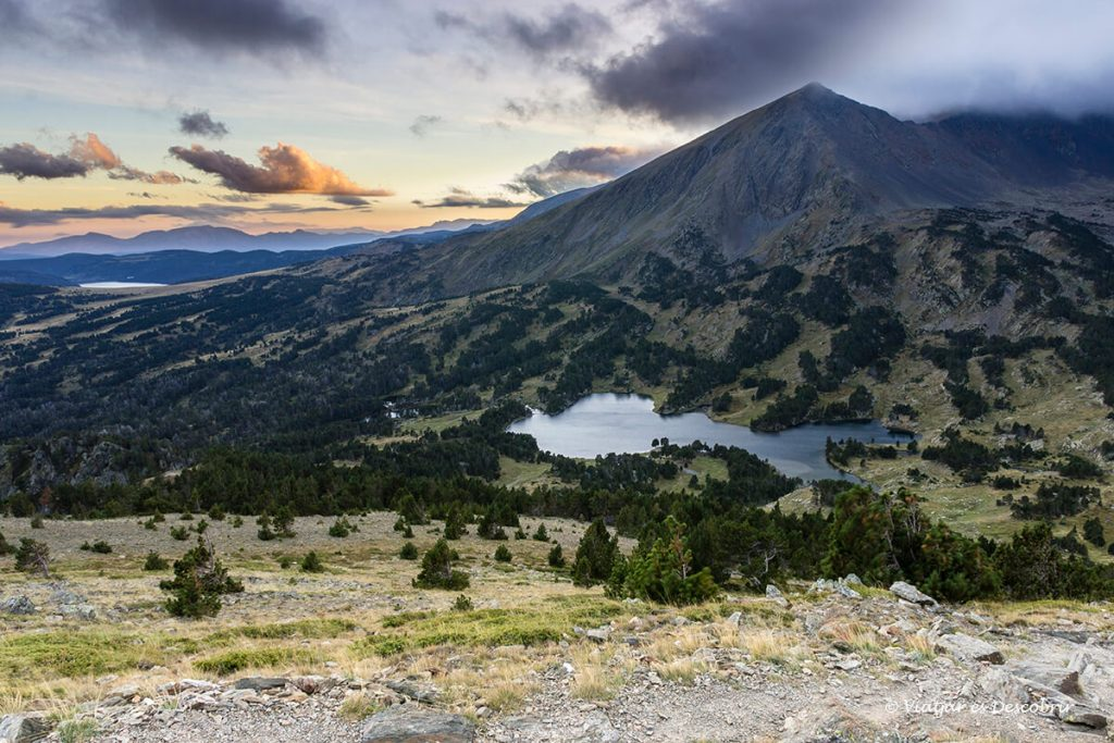 paisatge del pirineu que envolta el refugi de Camporells