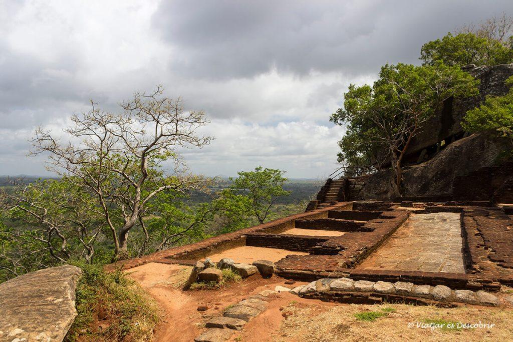 fortificació de sigiriya des del cim de la roca del lleo