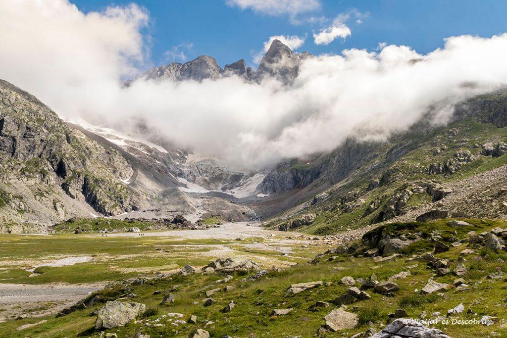 la magia del vignemale entre els nuvols vist des del refugi d'oulettes de gaube