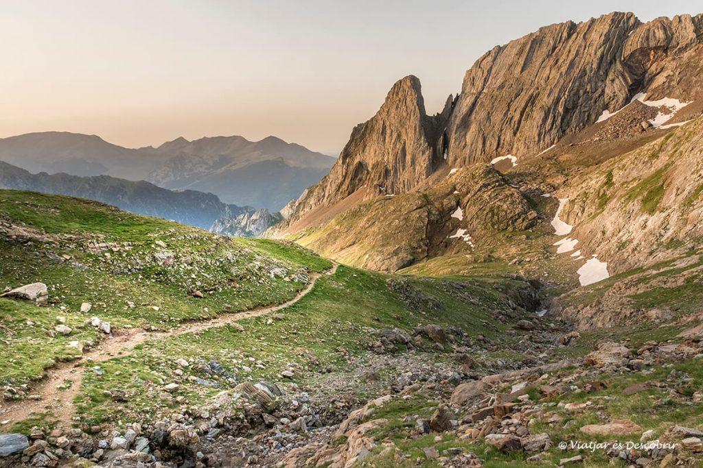 salida de sol durante la excursión en el Pirineo