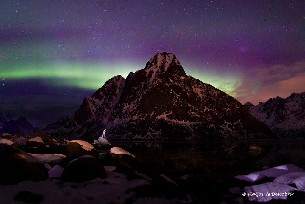 aurora boreal a les illes lofoten amb cotxe