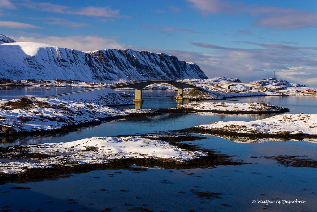 pont conectant les illes lofoten