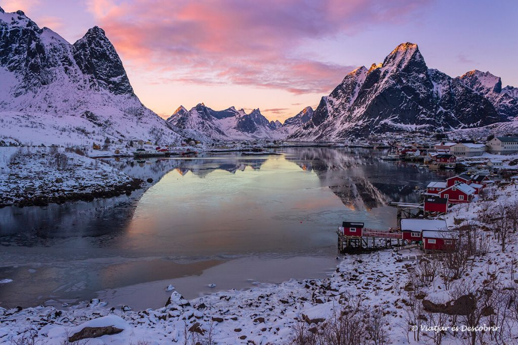 posta de sol entre les muntanyes de reine