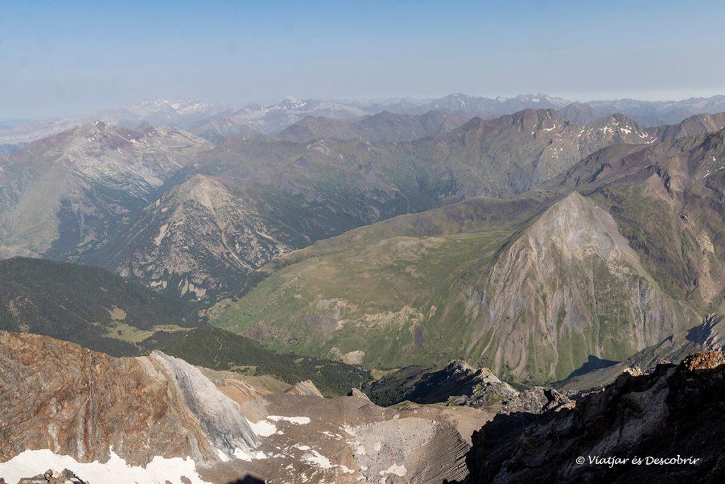 extensió de muntanyes vistes al completar l'ascensió a pic posets