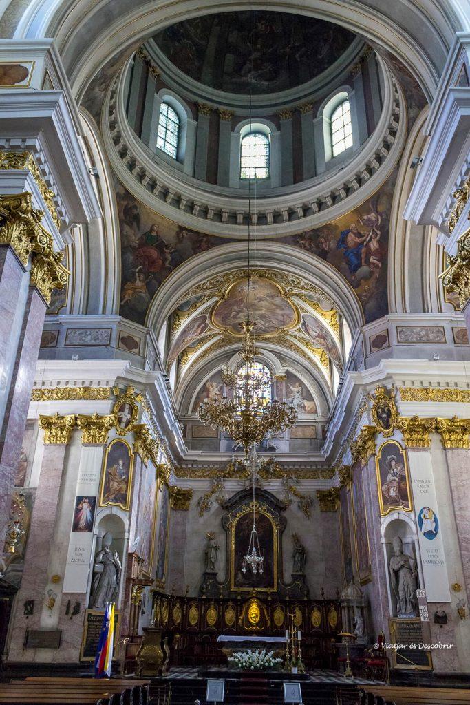 interior de la catedral de sant nicolau