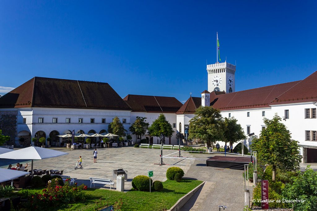 la torra del castell medieval de ljubljana durant la nostra visita de 1 dia
