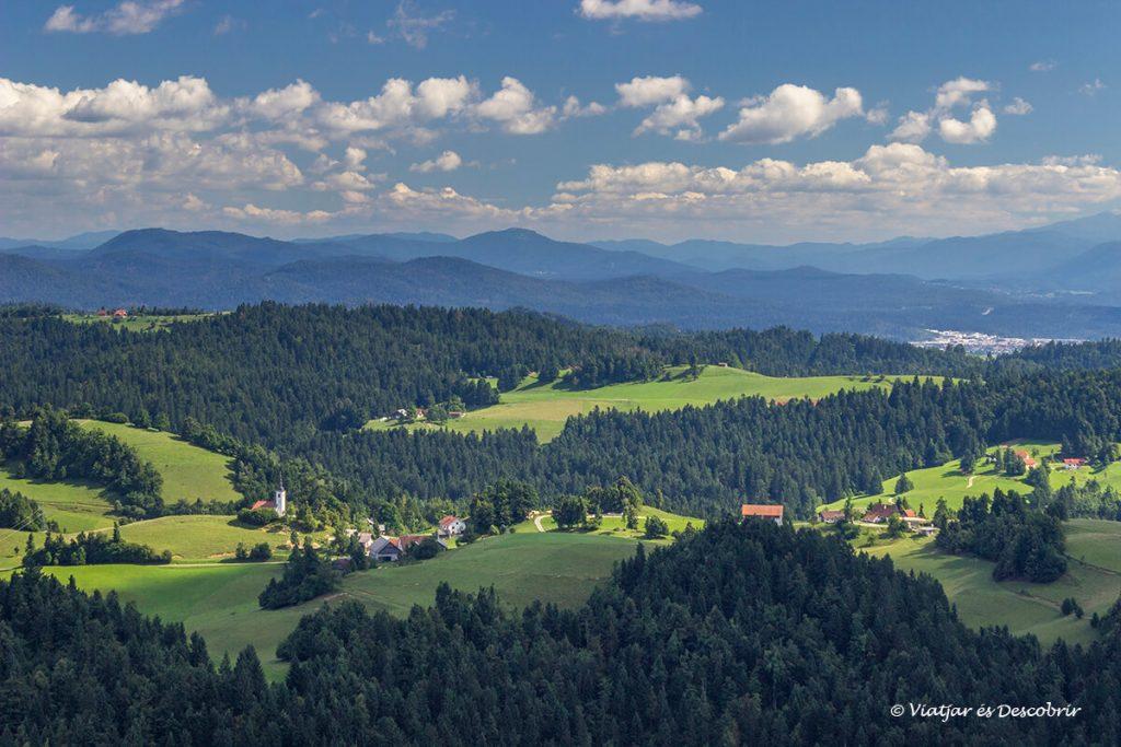 vistes del paisatge des del turó Vrh Svetih Treh Kraljev