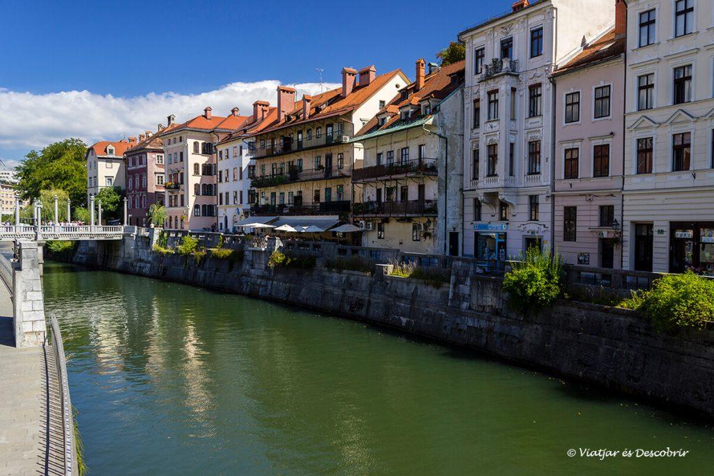 el riu de ljubljana és un punt de partida ideal per veure la ciutat