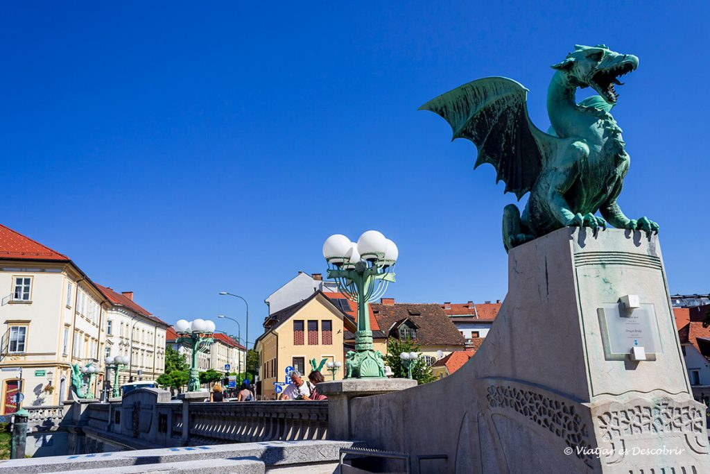 escultura del pont dels dracs a ljubljana