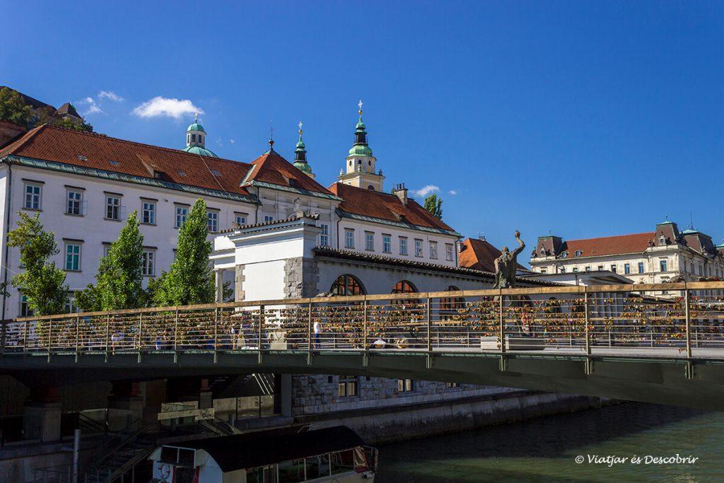 el pont dels sabaters és un dels altres imprescindibles a visitar a la ciutat