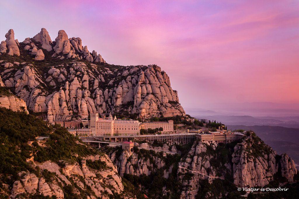 postal clàssica de montserrat i el monestir