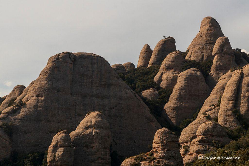 roques durant una excursió curta per montserrat